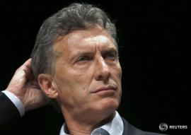 Mauricio Macri, Buenos Aires' City Mayor and presidential candidate for the Cambiemos (Let's Change) alliance, ponders on a question during a news conference in Buenos Aires, November 10, 2015. Challenger Macri took the lead in Argentina's presidential election race against his ruling party rival, Daniel Scioli, a poll showed last Sunday, two weeks before the November 22 run-off vote. REUTERS/Enrique Marcarian - RTS6D46